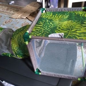 Jungle themed Cat tunnel and cube green like new